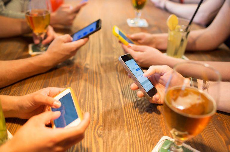 "WhatsApp en Facebook (en vele andere sociale media) ""spelen vals"""